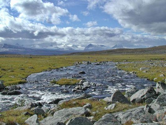 Fluß auf einer Hochebene kurz vor Vakkotovare