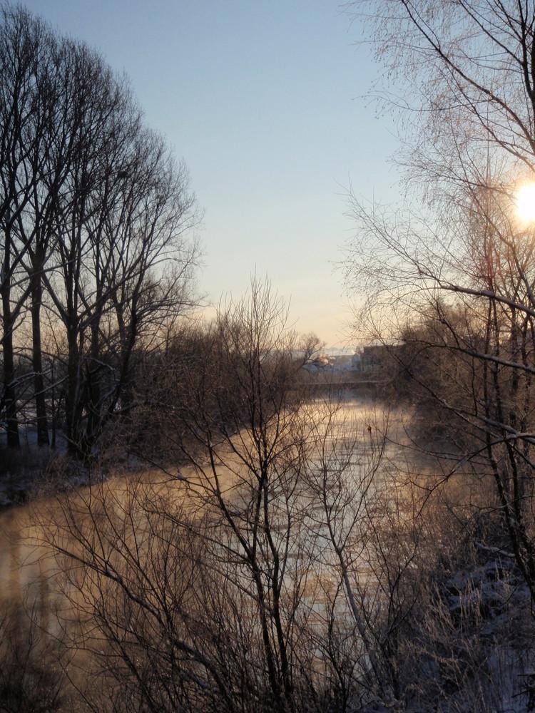 Fluss im Winterschlaf
