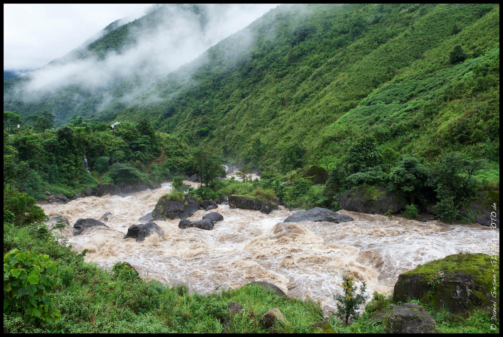 Fluss in den Gebirgen von Nordvietnam