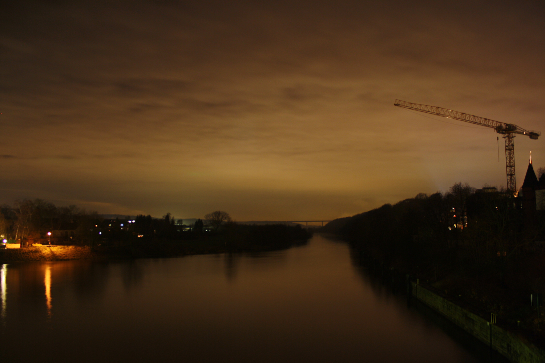 Fluß in der Nacht