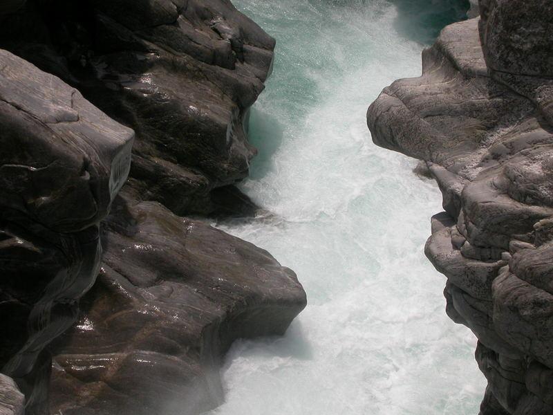 Fluss in der Nähe des Lago Maggiore
