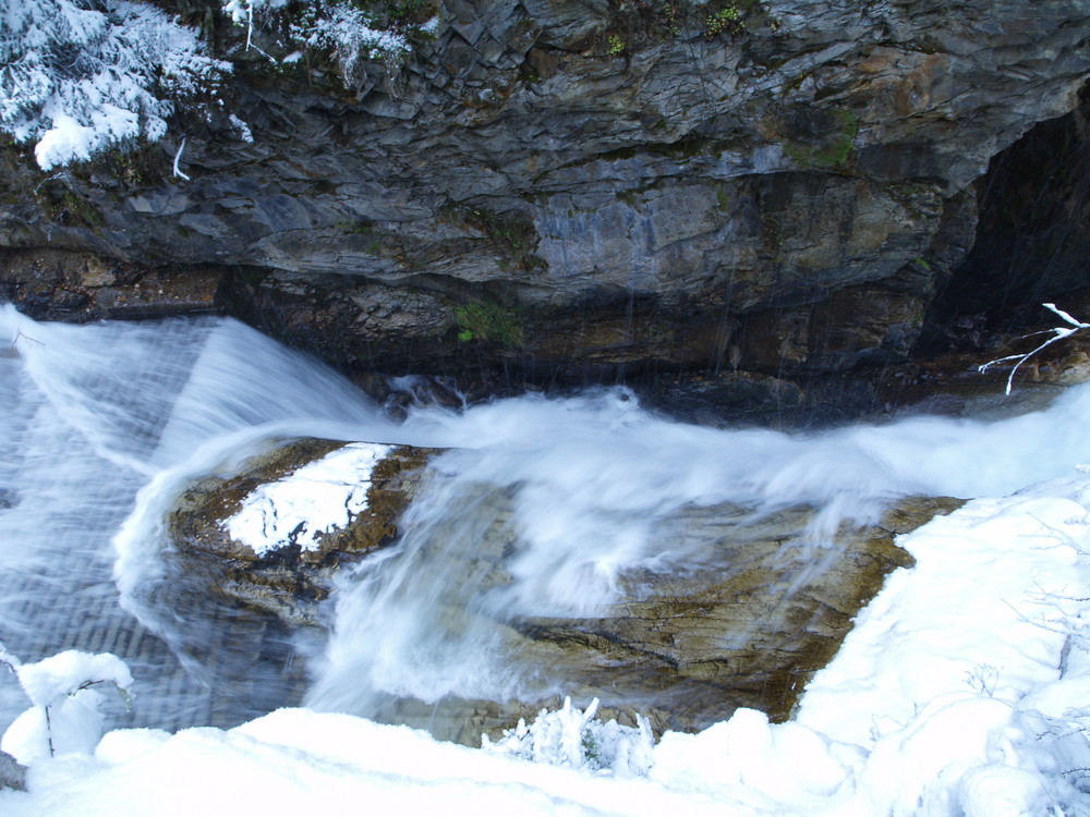 Flussbett zum Wasserfall