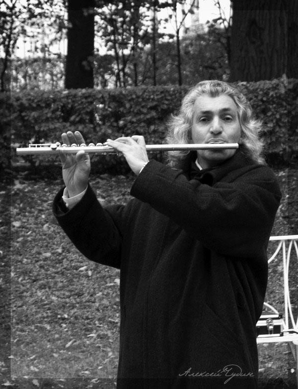 flute is singing