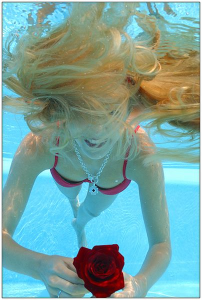 Flying Hairs under Water