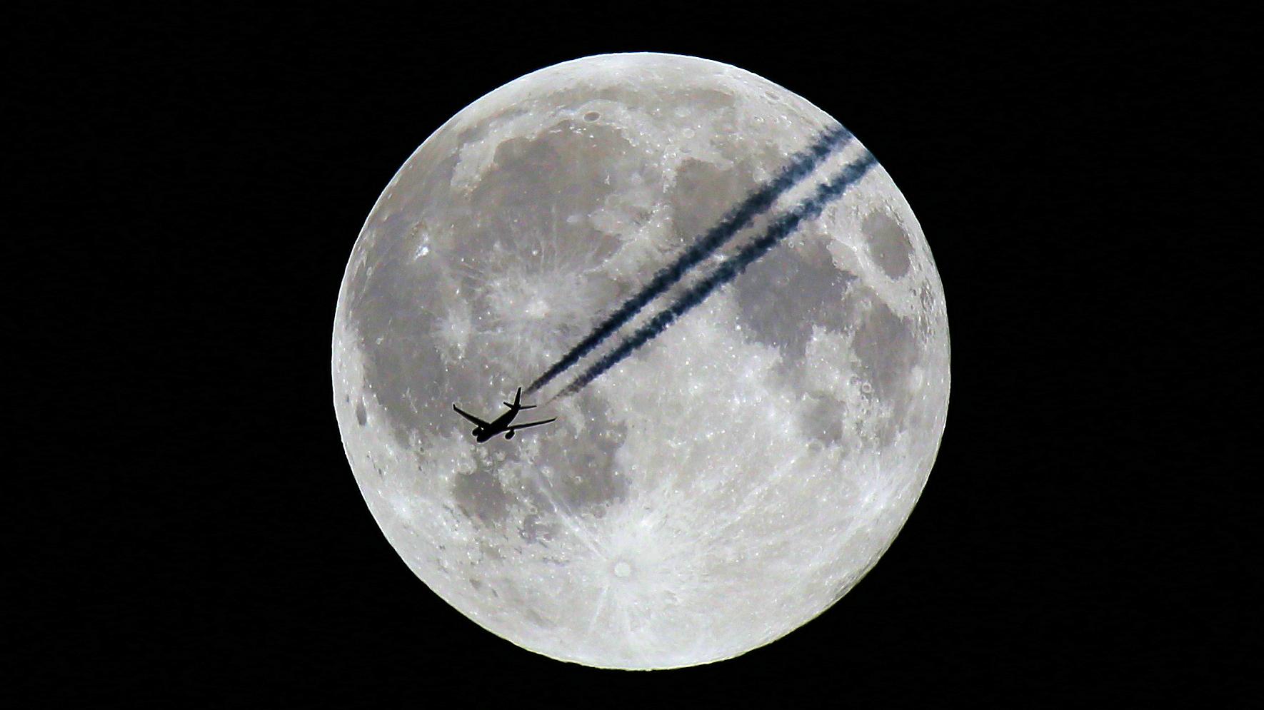 Flying to the Moon -Teil -III -