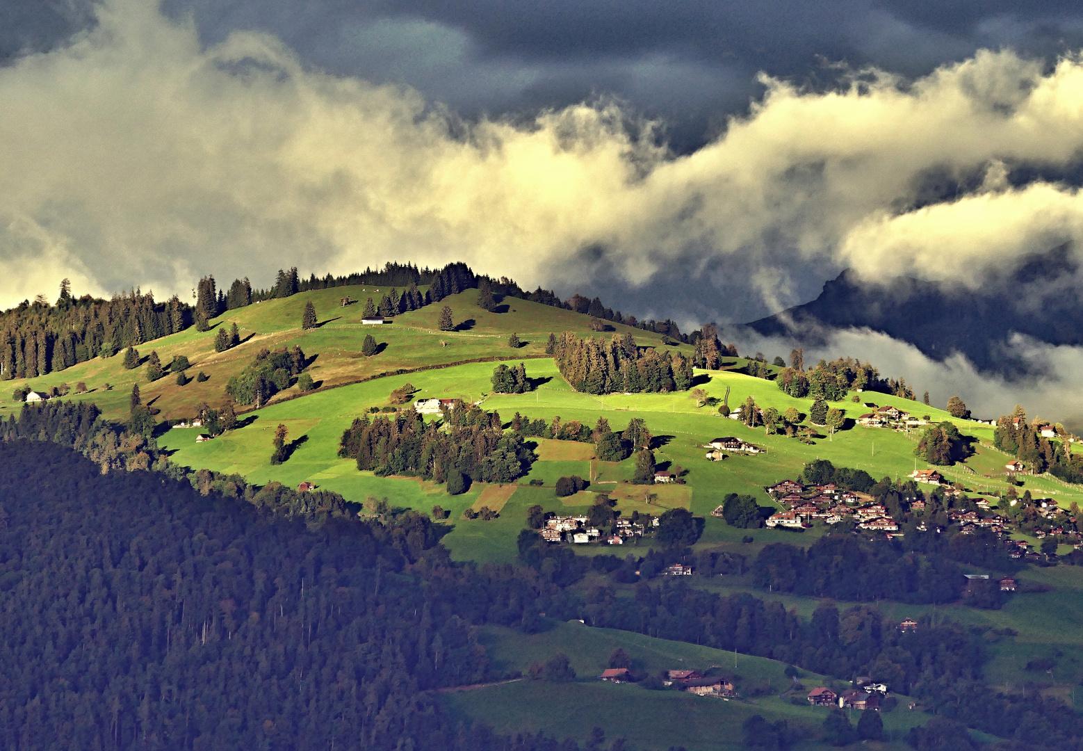 Föhnstimmung über den Hügeln
