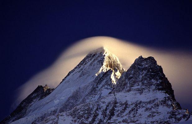 Föhnwolke über dem Schreckhorn
