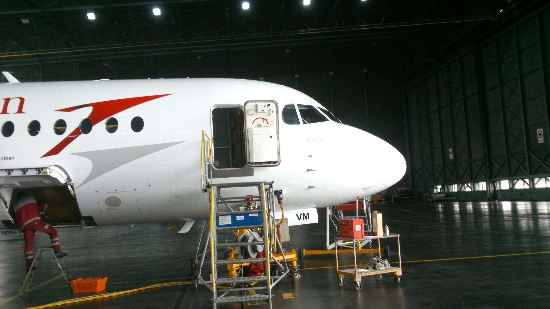 Fokker 100 während Wartung