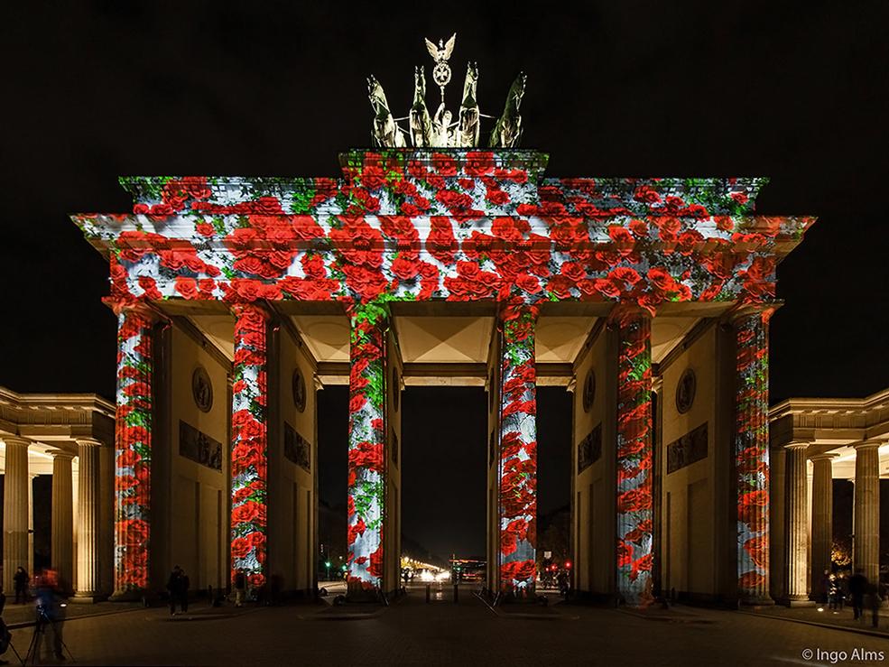 FOL 2013 - Brandenburger Tor in Rosen verhüllt