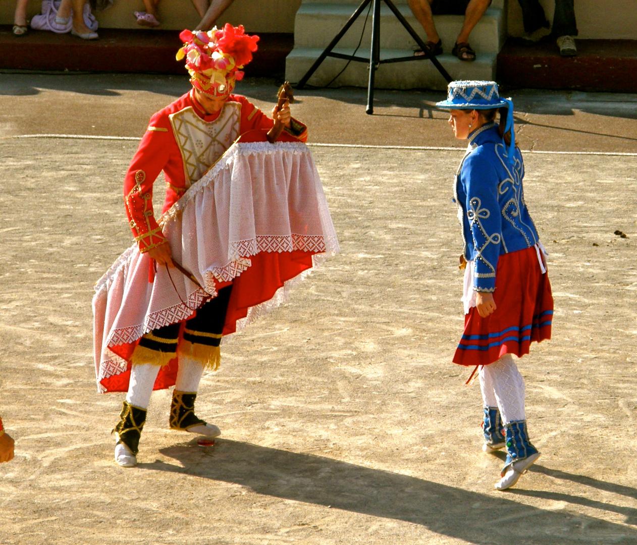 Folklore Basque : la danse du verre Exercice Hebdomadaire photo et ...