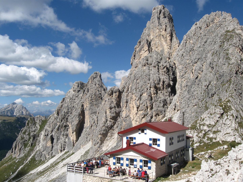 Fonda Savio Hütte mit Torre Wundt