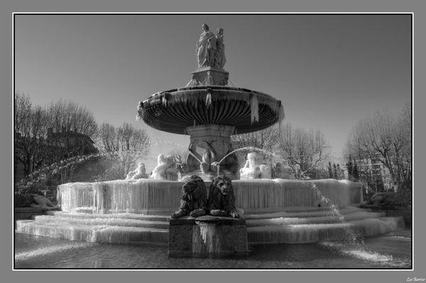 Fontaine de la Rotonde à Aix en Provence, sous la glace
