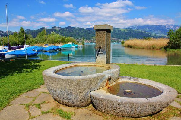 Fontana a Gwatt sul lago di Thun