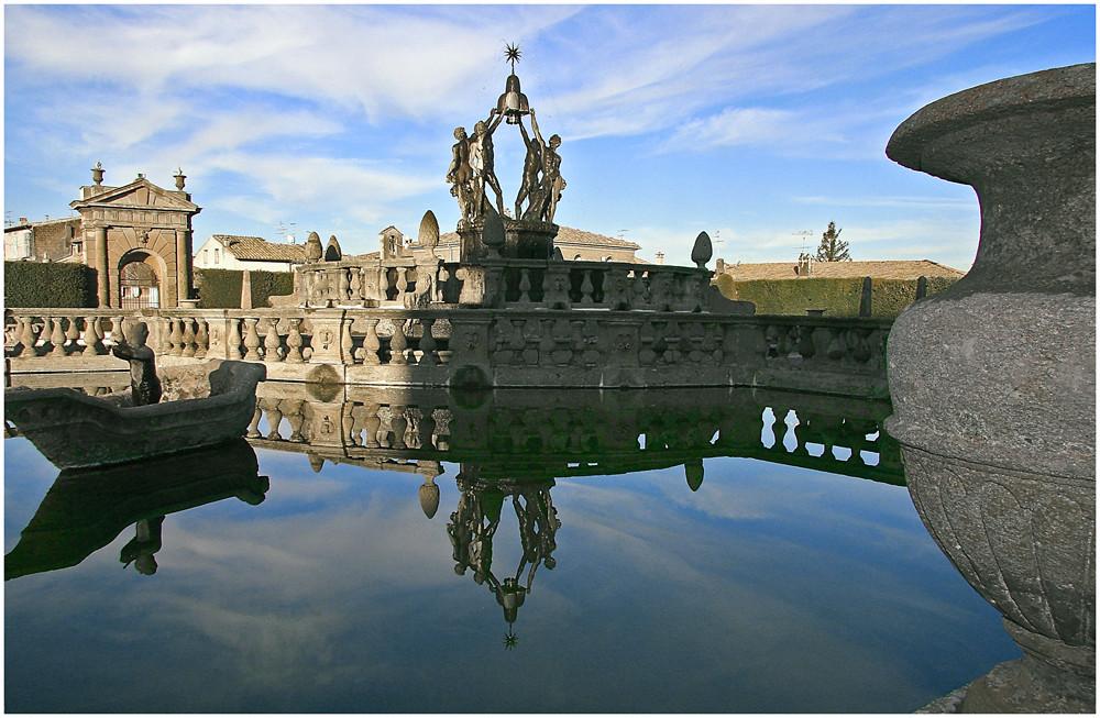 Fontana del Quadrato e Porta del Borgo