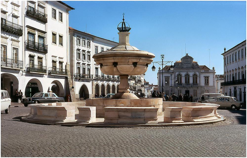 Fontana , marmo di Estremoz.