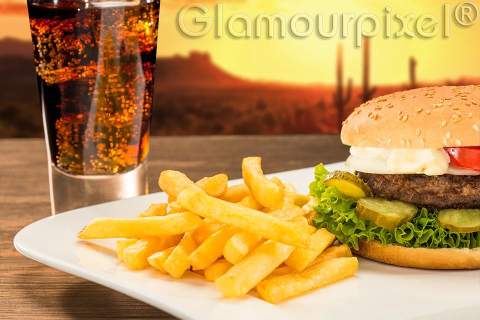 Foodfotografie Burger mit Pommes und Cola