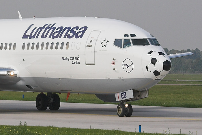 Football is coming home... [Lufthansa Boeing 737-330]