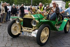 Ford T-Modell Speedster bei Oldtimer-Ralley Wiesbaden am Kurhaus