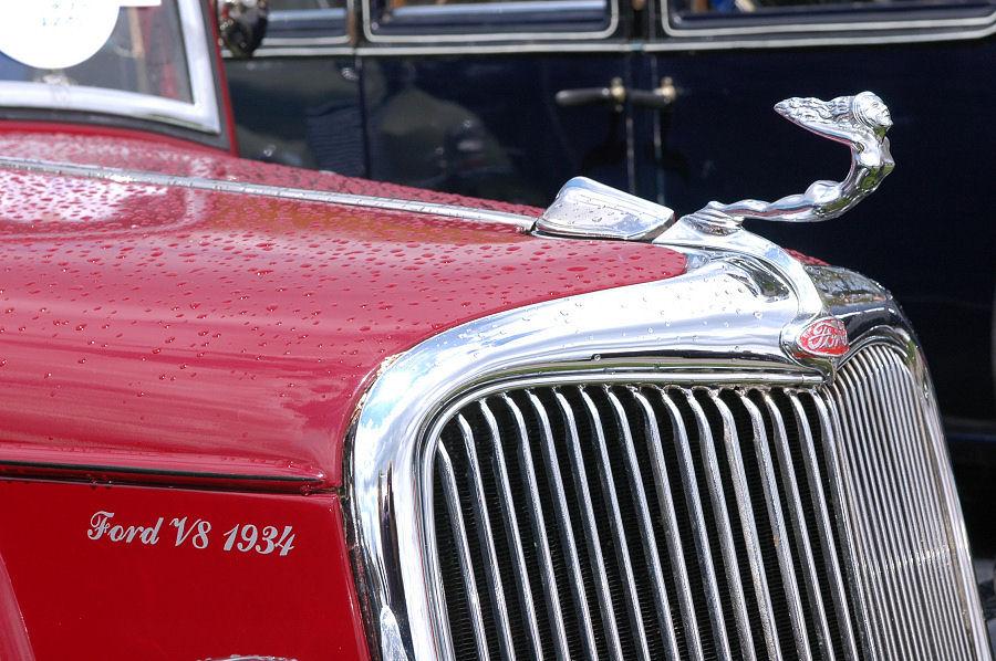 Ford V8 1934 und seine Kühlerfigur