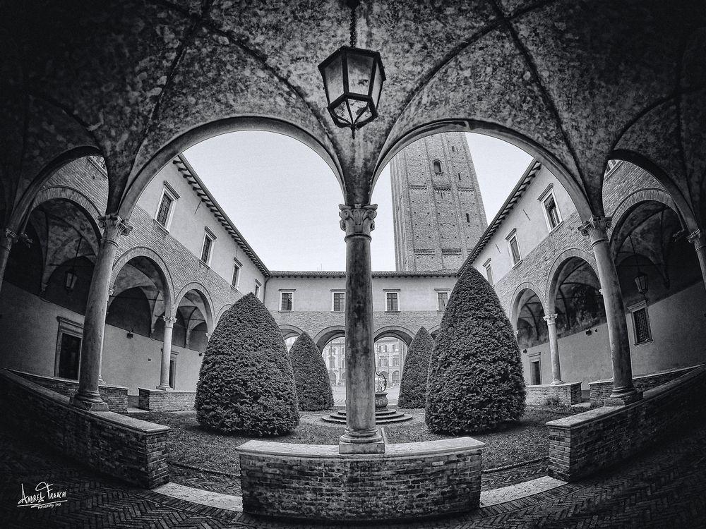 Forlì - Chiostro della Basilica di San Mercuriale