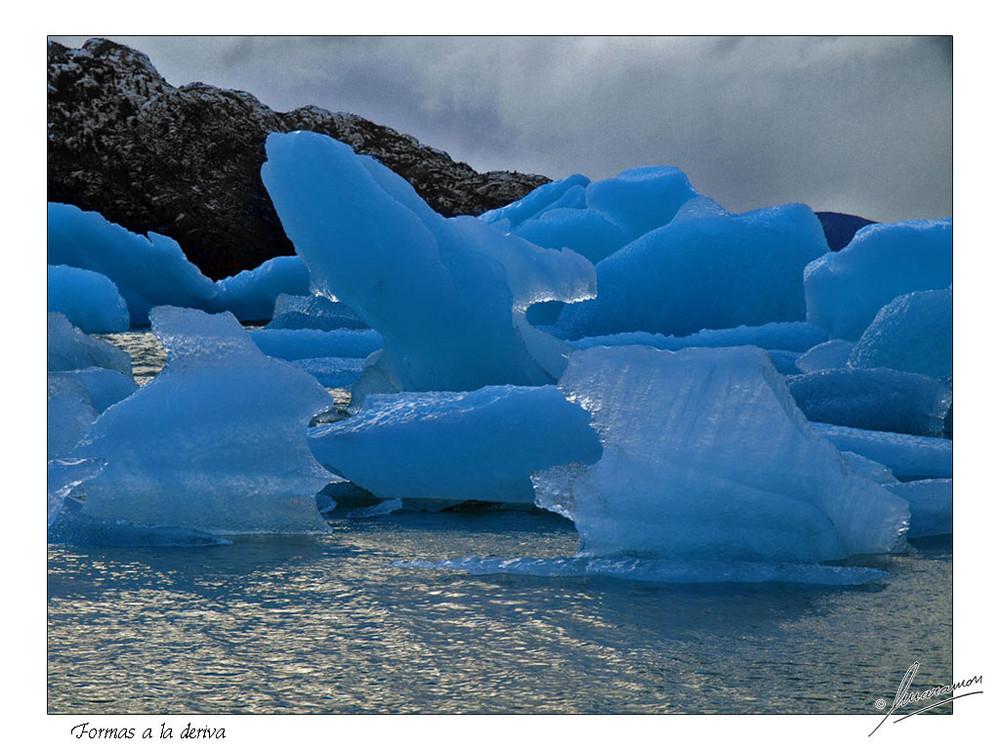 Formas a la deriva (Lago Grey - Parque Nacional Torres del Paine - Chile)