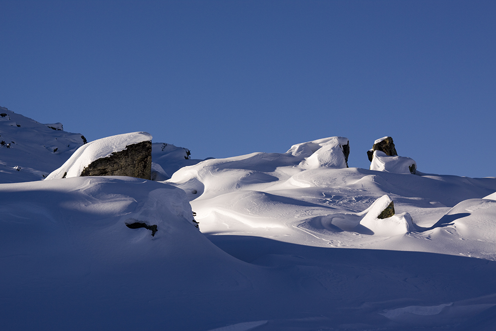 Formen aus Fels und Schnee