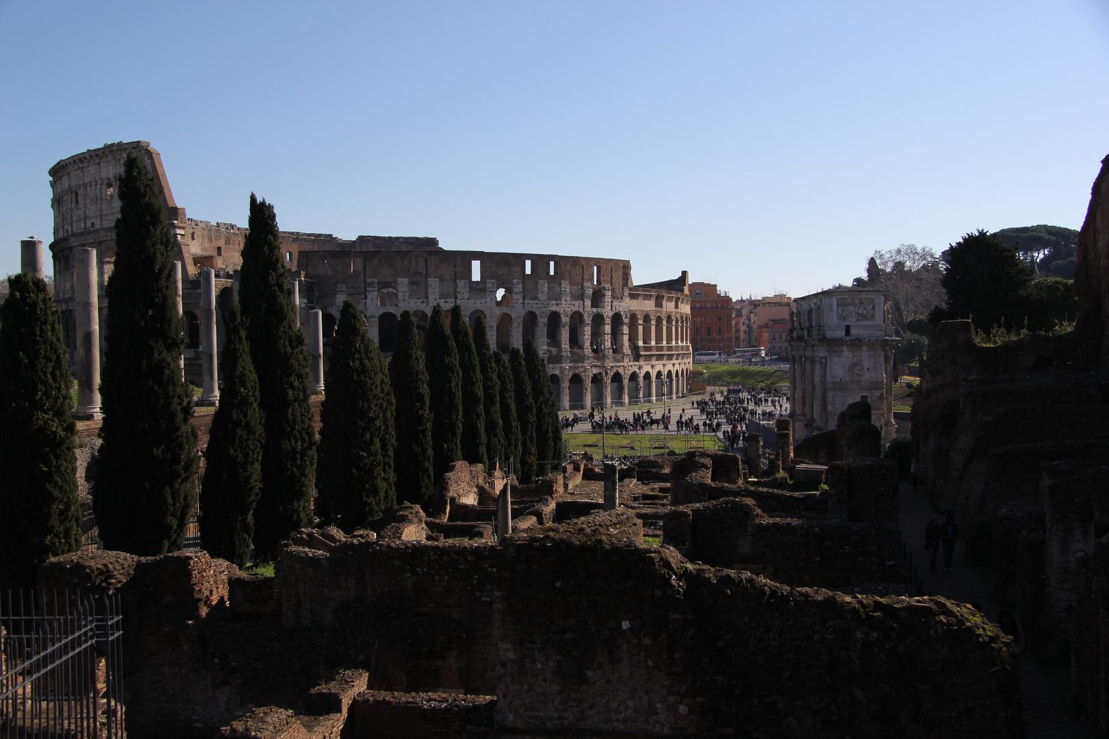 Foro Romano mit Blick aufs Colosseo