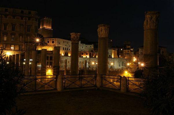 Foro Traiano bei Nacht