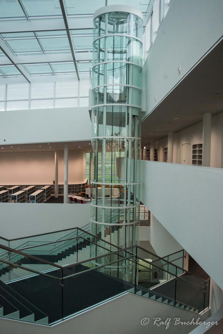 Forum Confluetes, Aufzug zur Dachterrasse