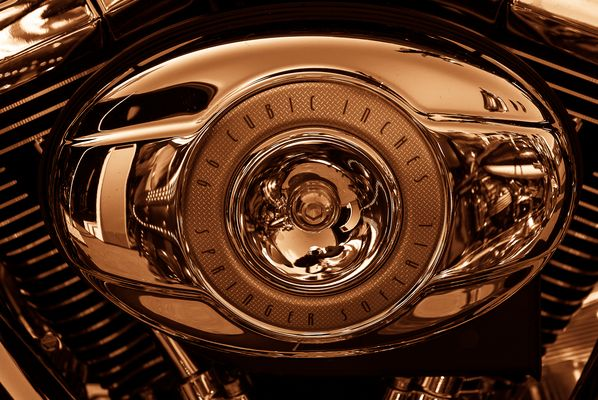 Fotograf im Spiegel eines Harley-Davidson Details
