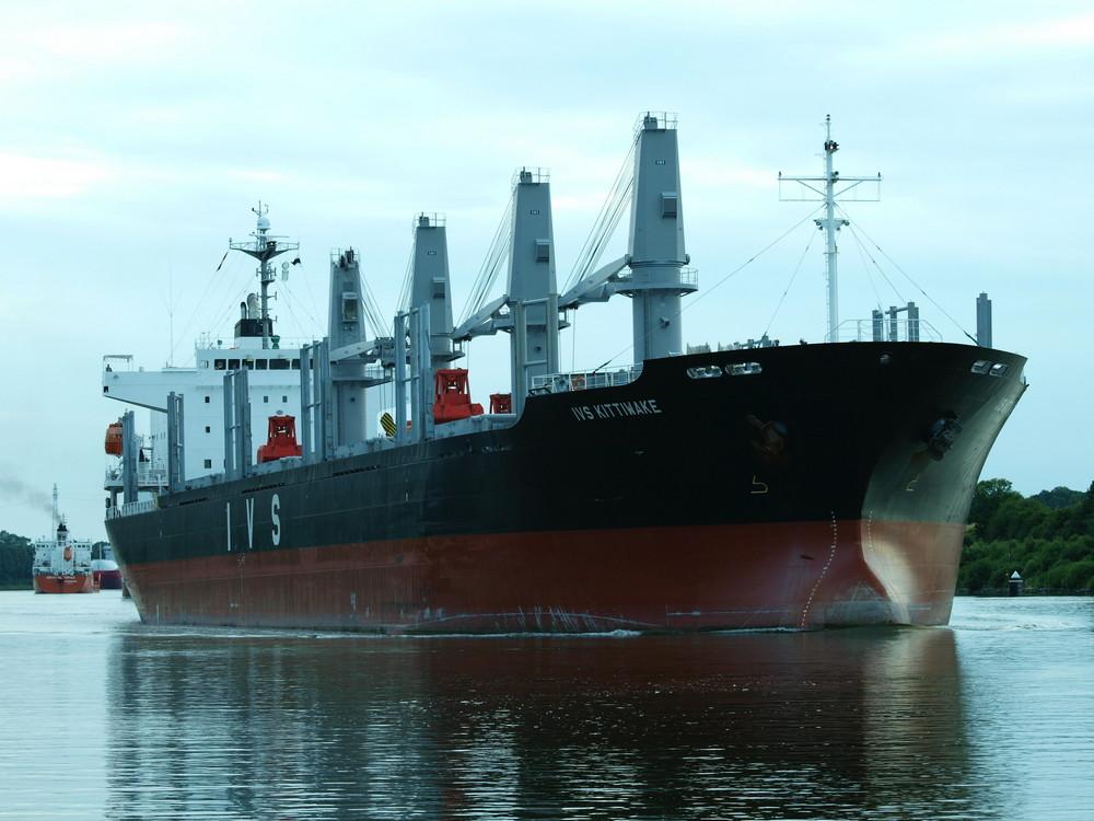 Frachtschiff KITTIWAKE auf dem Nord-Ostseekanal