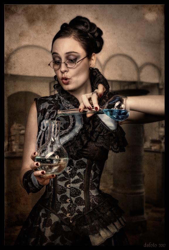 Fräulein Curie mixt die Farben für ihr neues Kleid