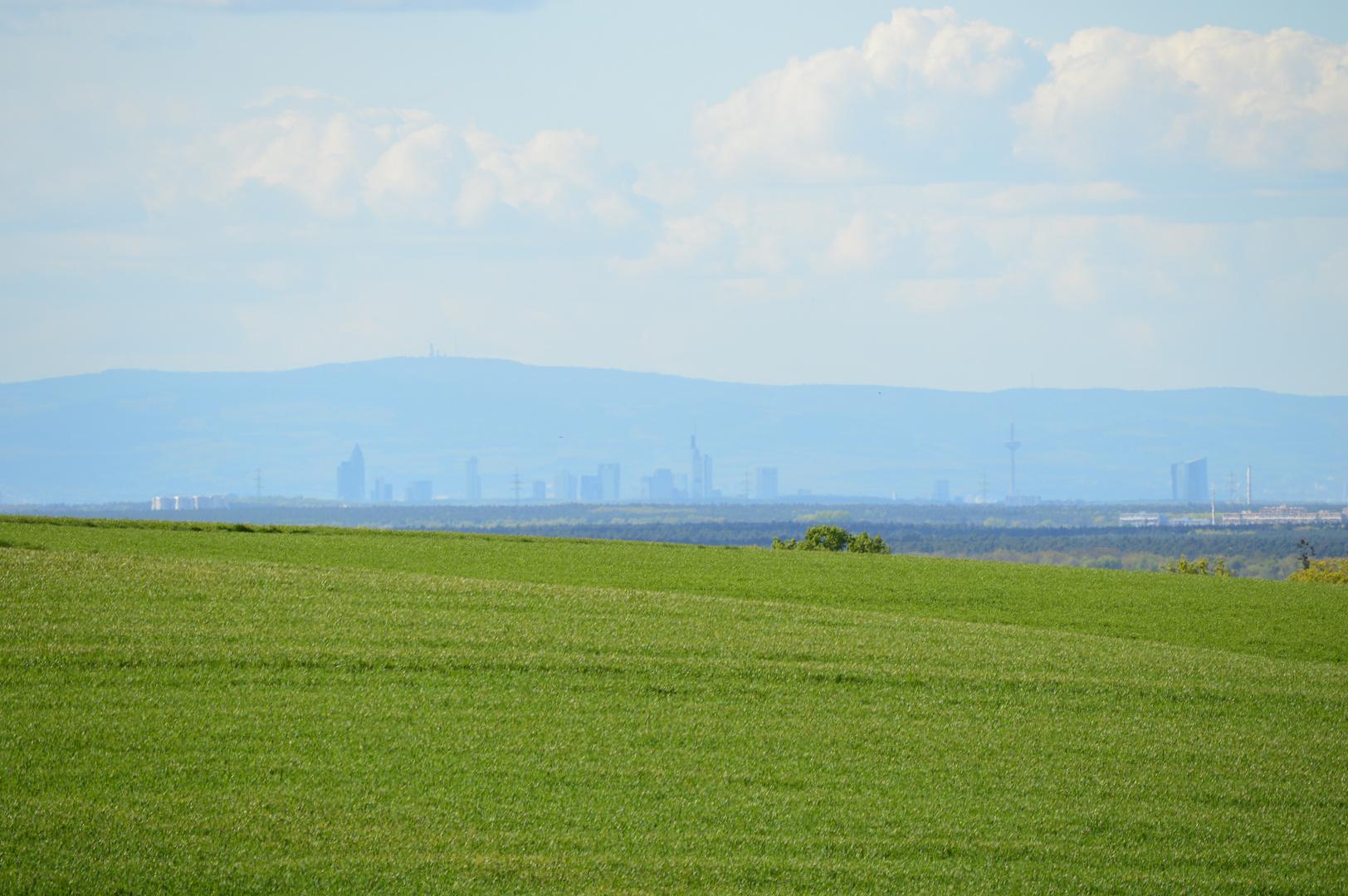 Frankfurt 40 km Luftlinie vom Schaafheimer Wartturm entfernt