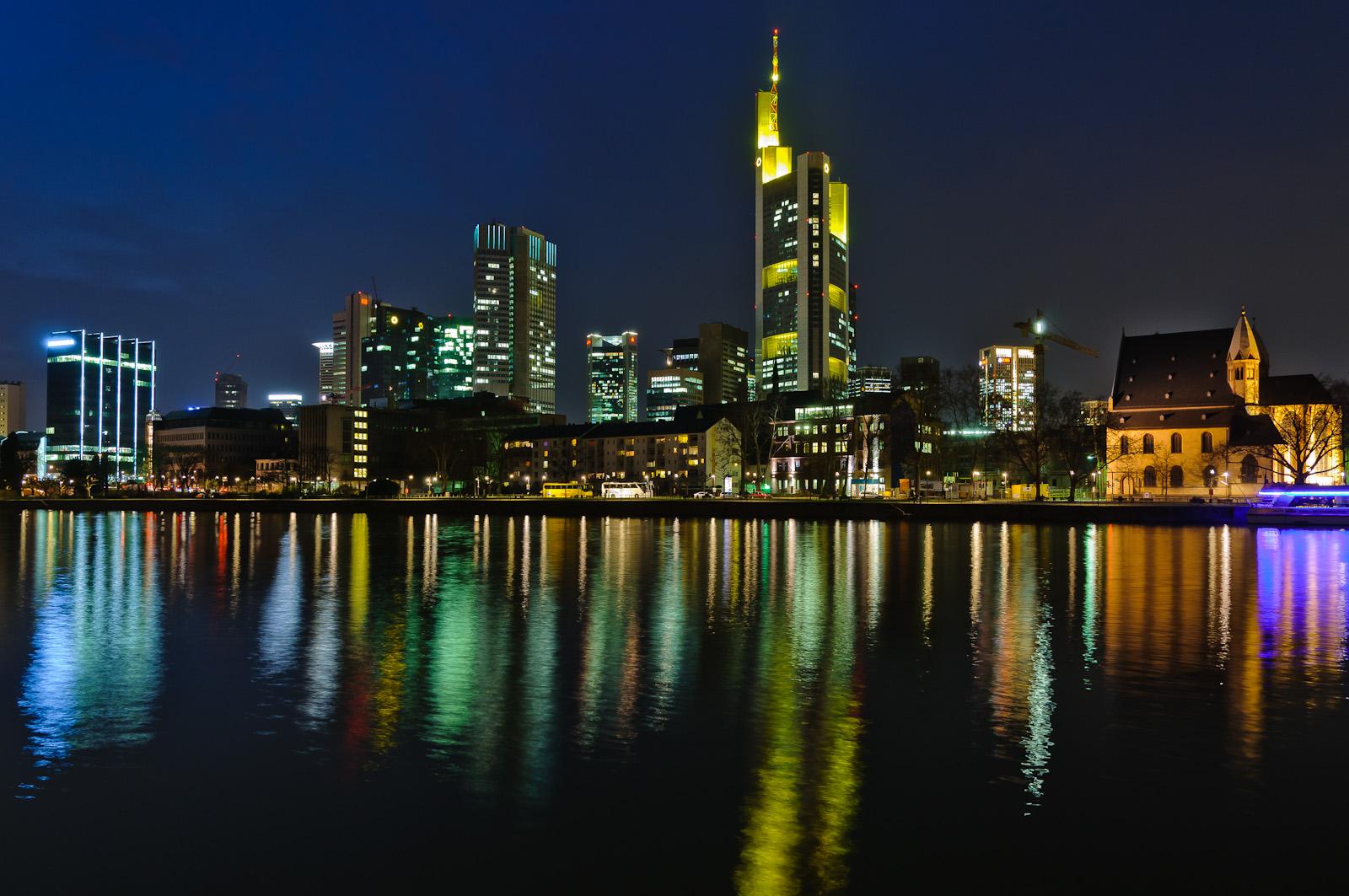 Frankfurt abends am Main (2)