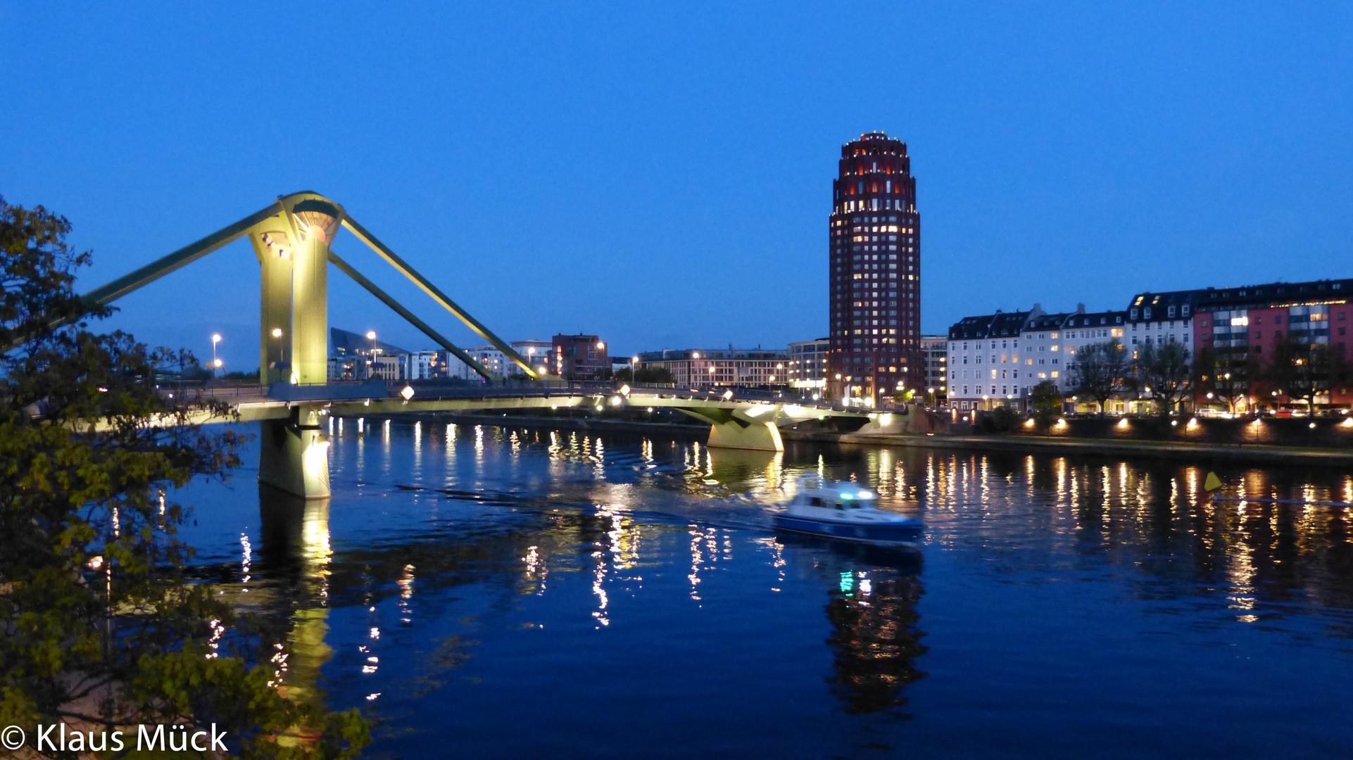 Frankfurt - Abends am Mainufer