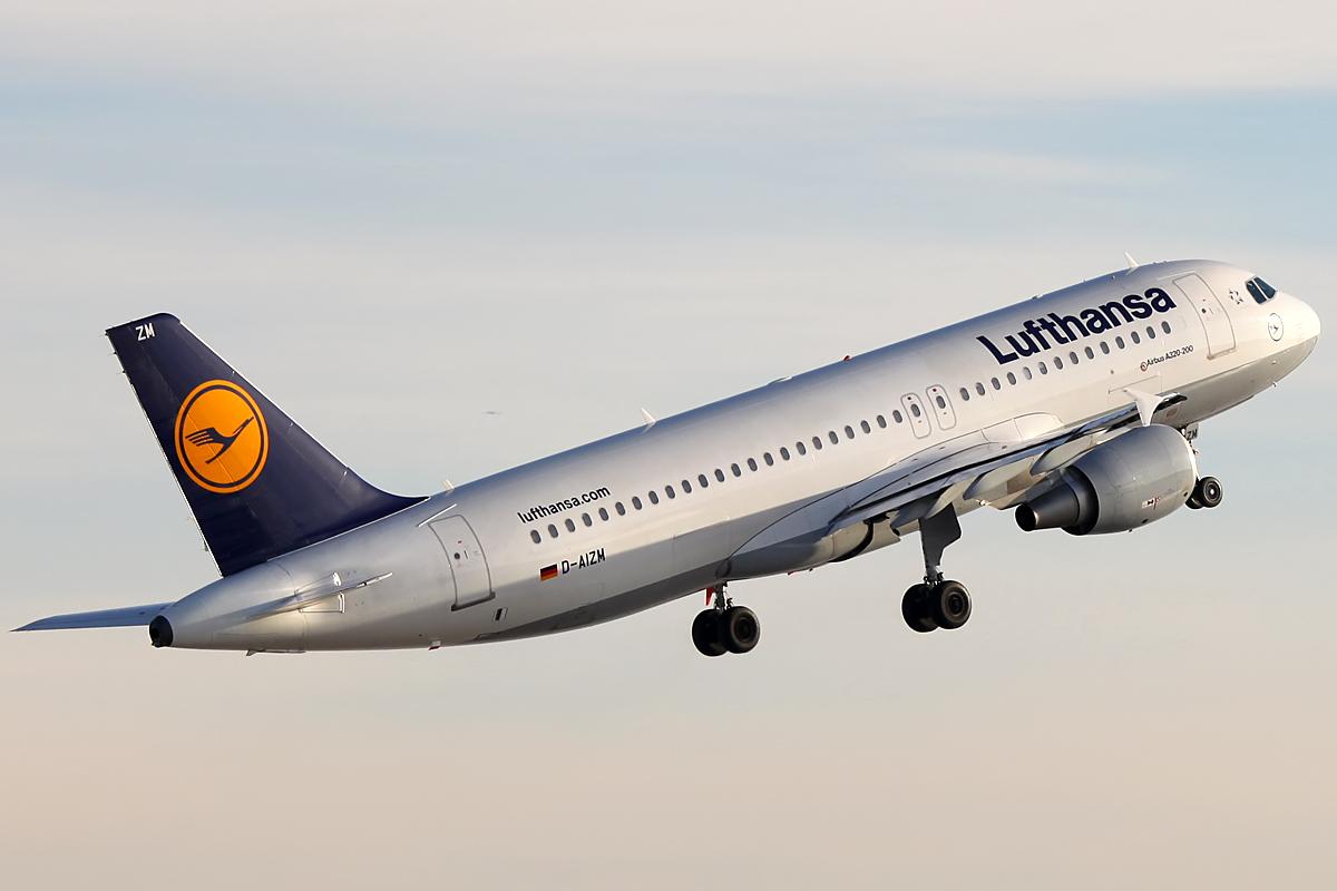 Frankfurt Airport - Lufthansa Airbus A320 D-AIZM