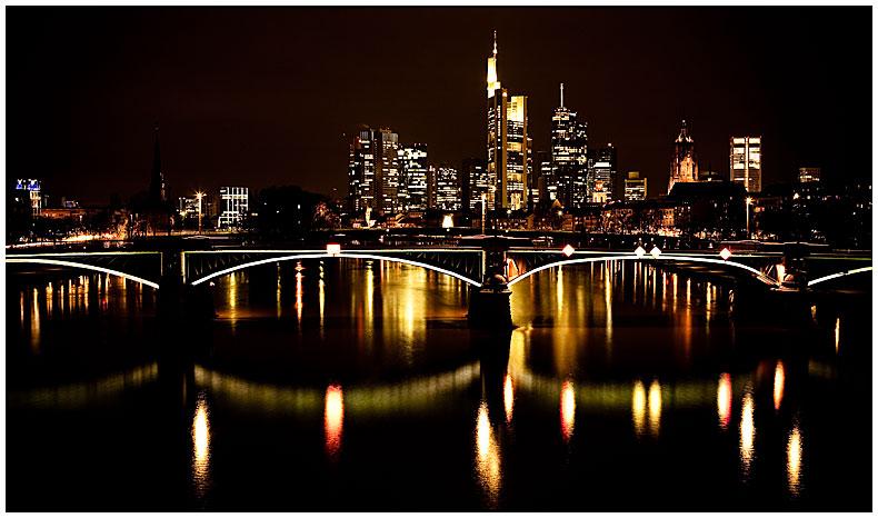 frankfurt am main bei nacht foto bild architektur architektur bei nacht motive bilder auf. Black Bedroom Furniture Sets. Home Design Ideas