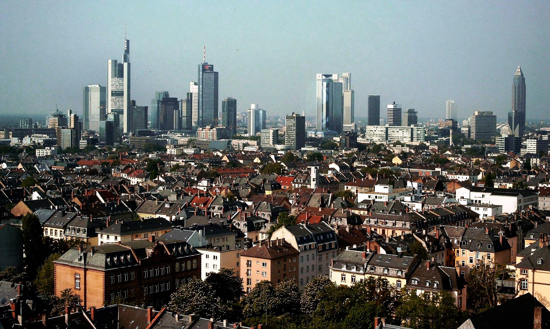 Frankfurt am Main - die Skyline einmal im Hintergrund