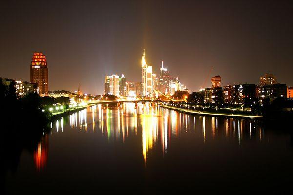 Frankfurt am Main - Strahlend in der Nacht