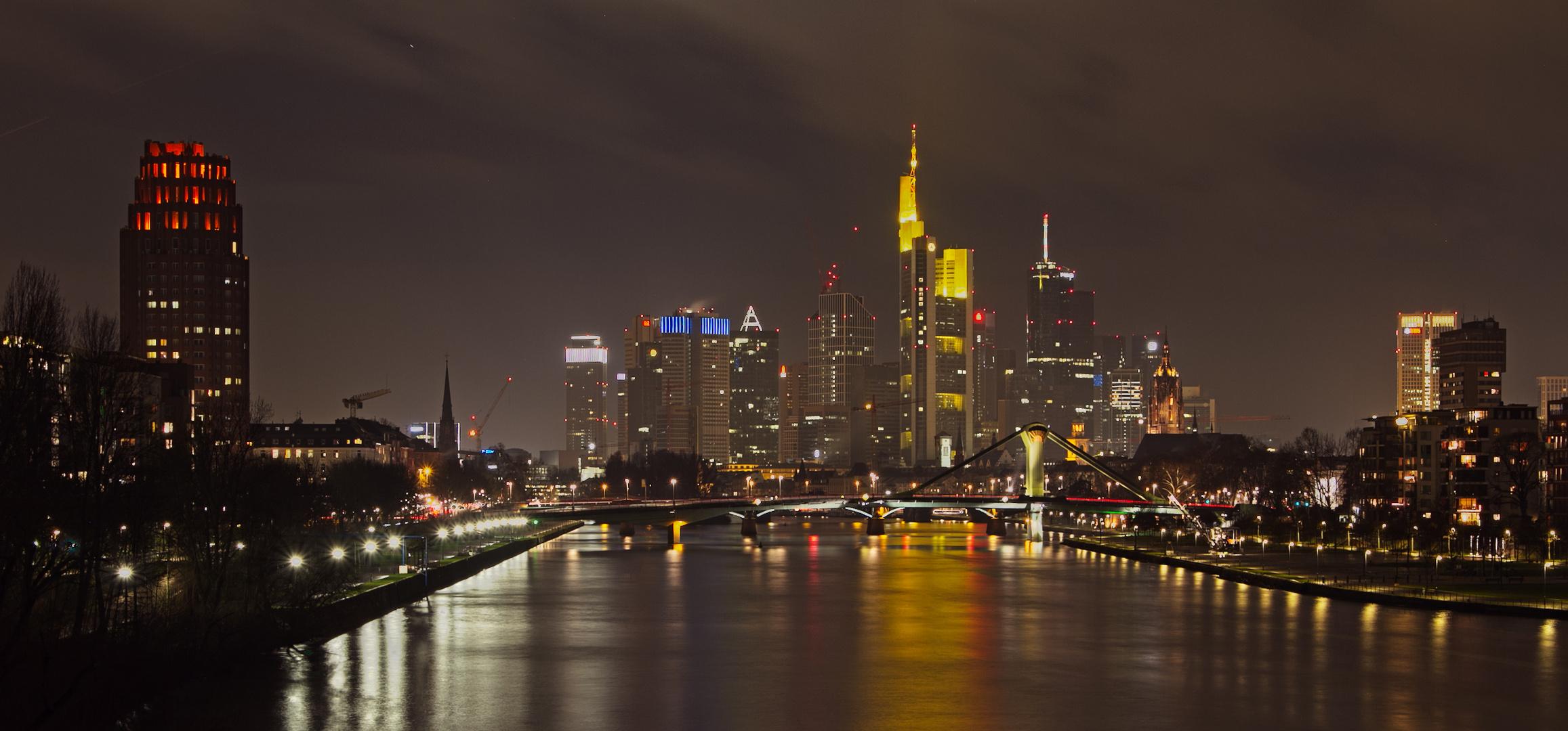 Frankfurt am Main von der Eisenbahnbrücke