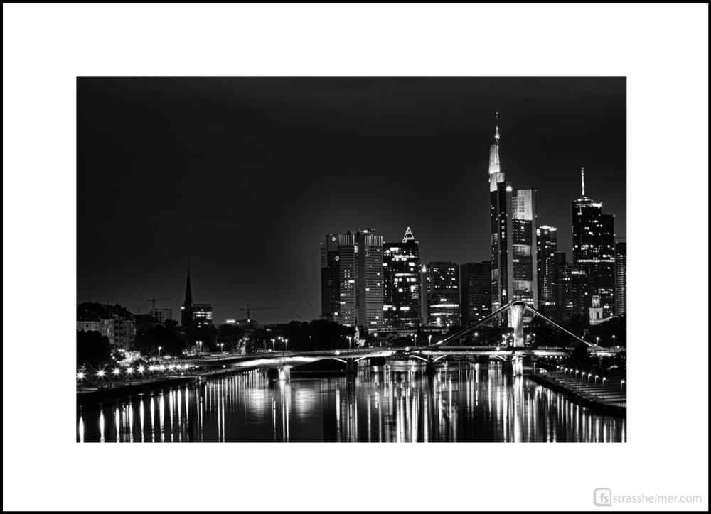 ** Frankfurt bei Nacht **