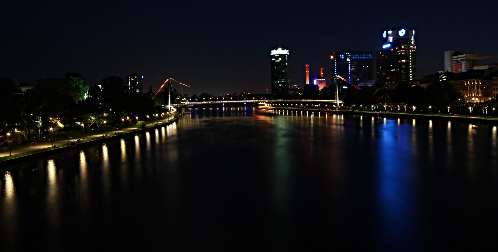 Frankfurt, bei Tiefster Nacht.