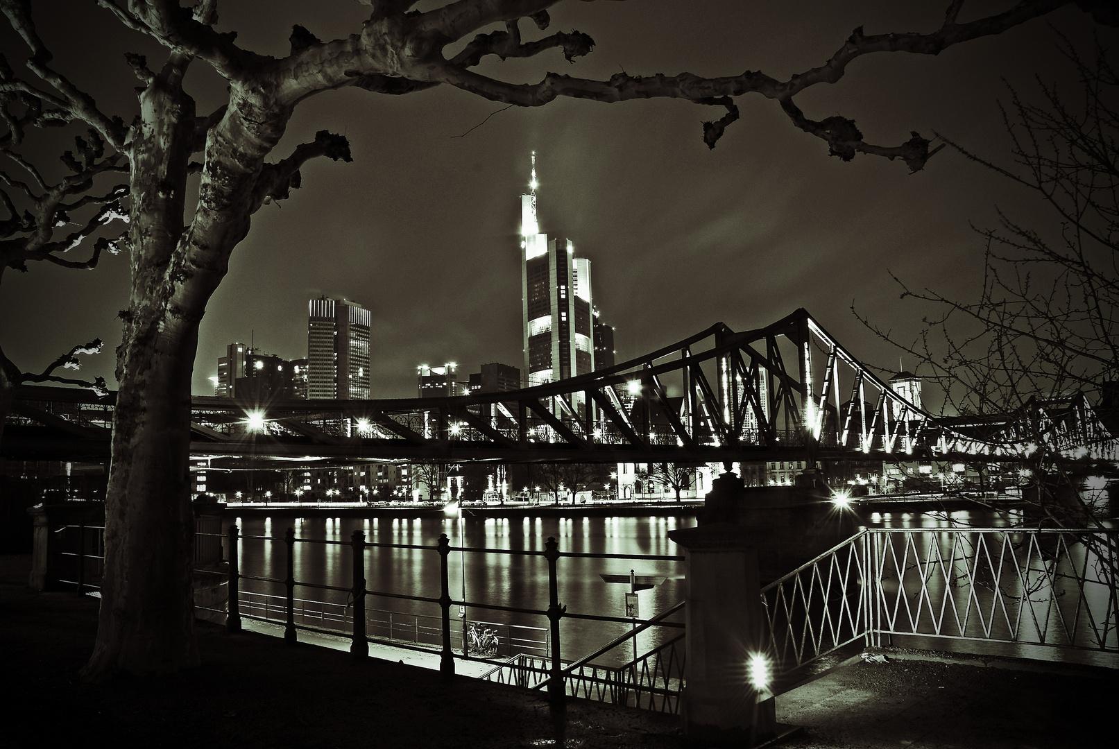 Frankfurt-Eiserner Steg Nachts-sw