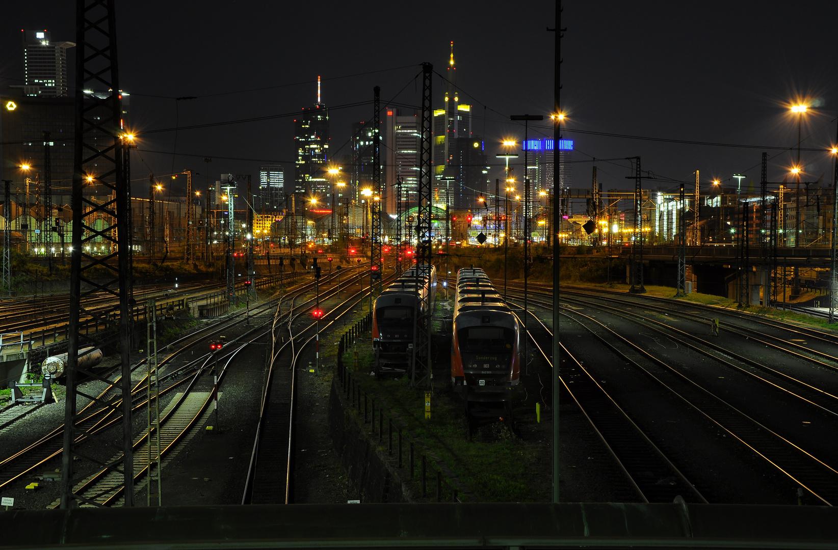 Frankfurt HBf bei Nacht