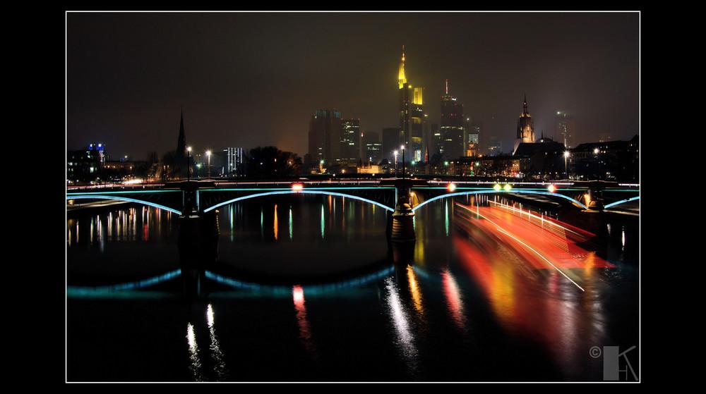 Frankfurt Main bei Nacht und Nebel 2
