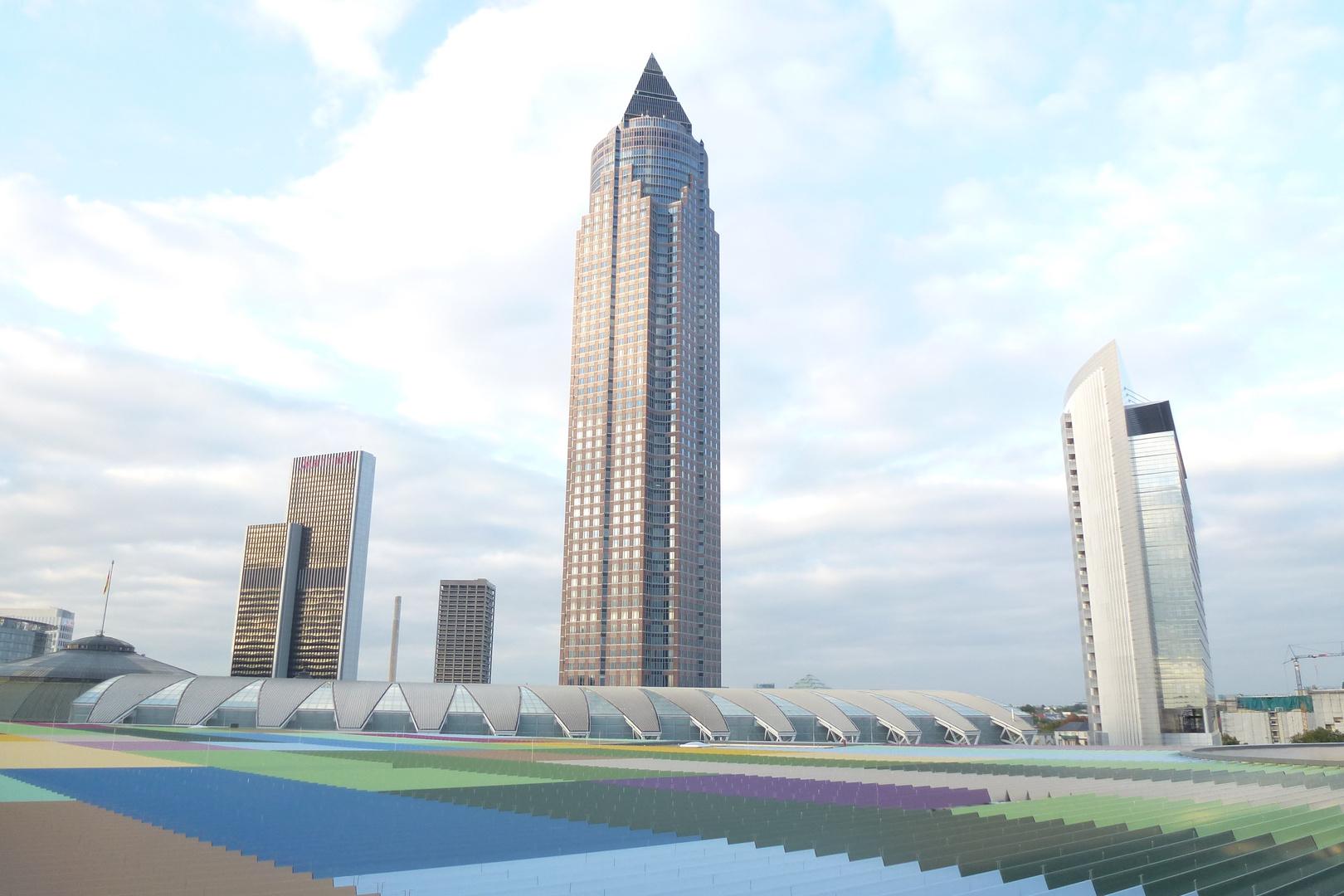 Frankfurt Messeturm vom Dach des Skyline Plaza