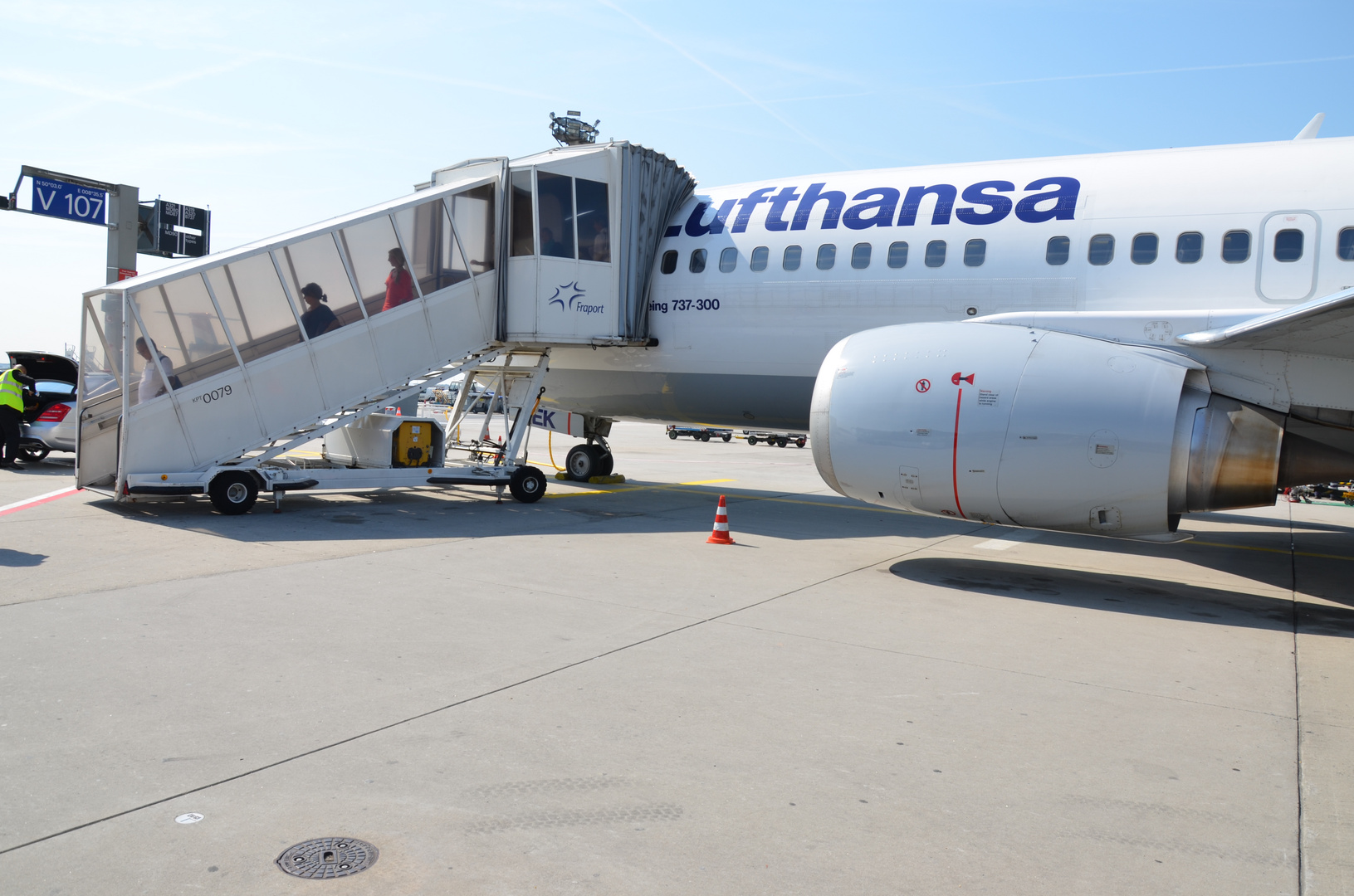 Frankfurt Outfield Position V107 - Boing 737-300