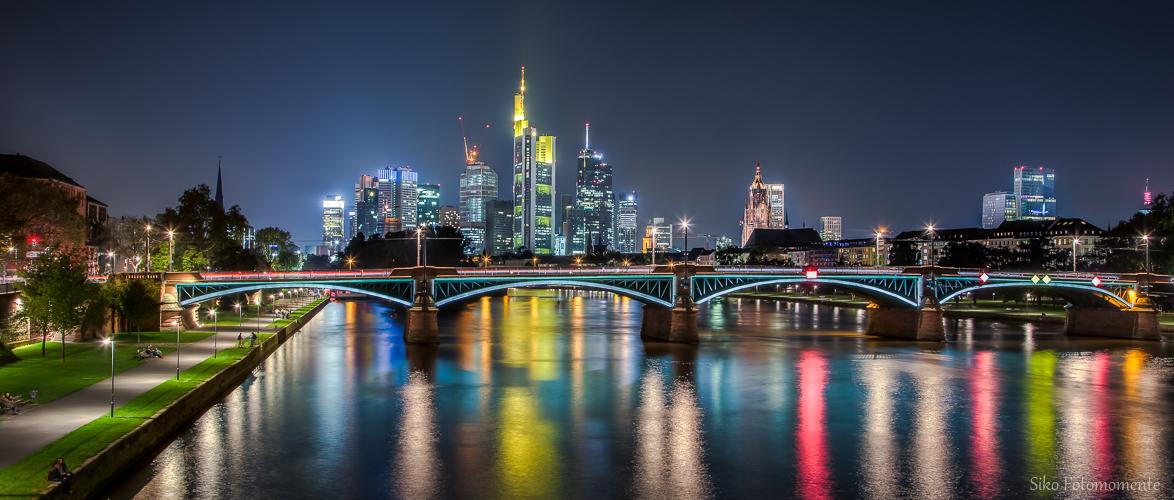 - Frankfurt     S k y l i n e -