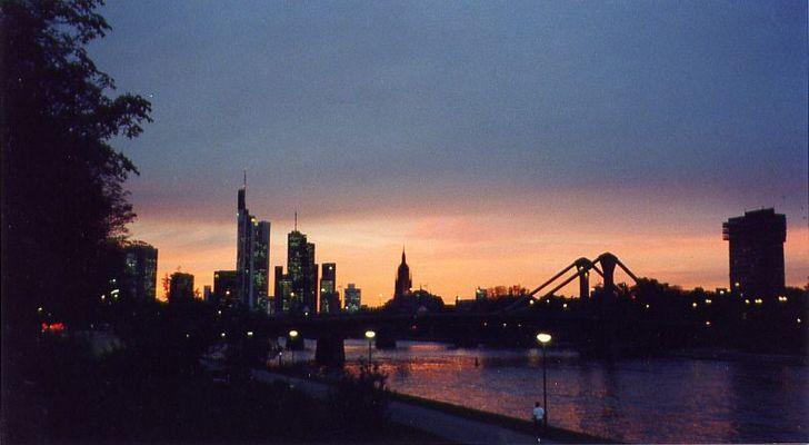 Frankfurt Skyline abends II