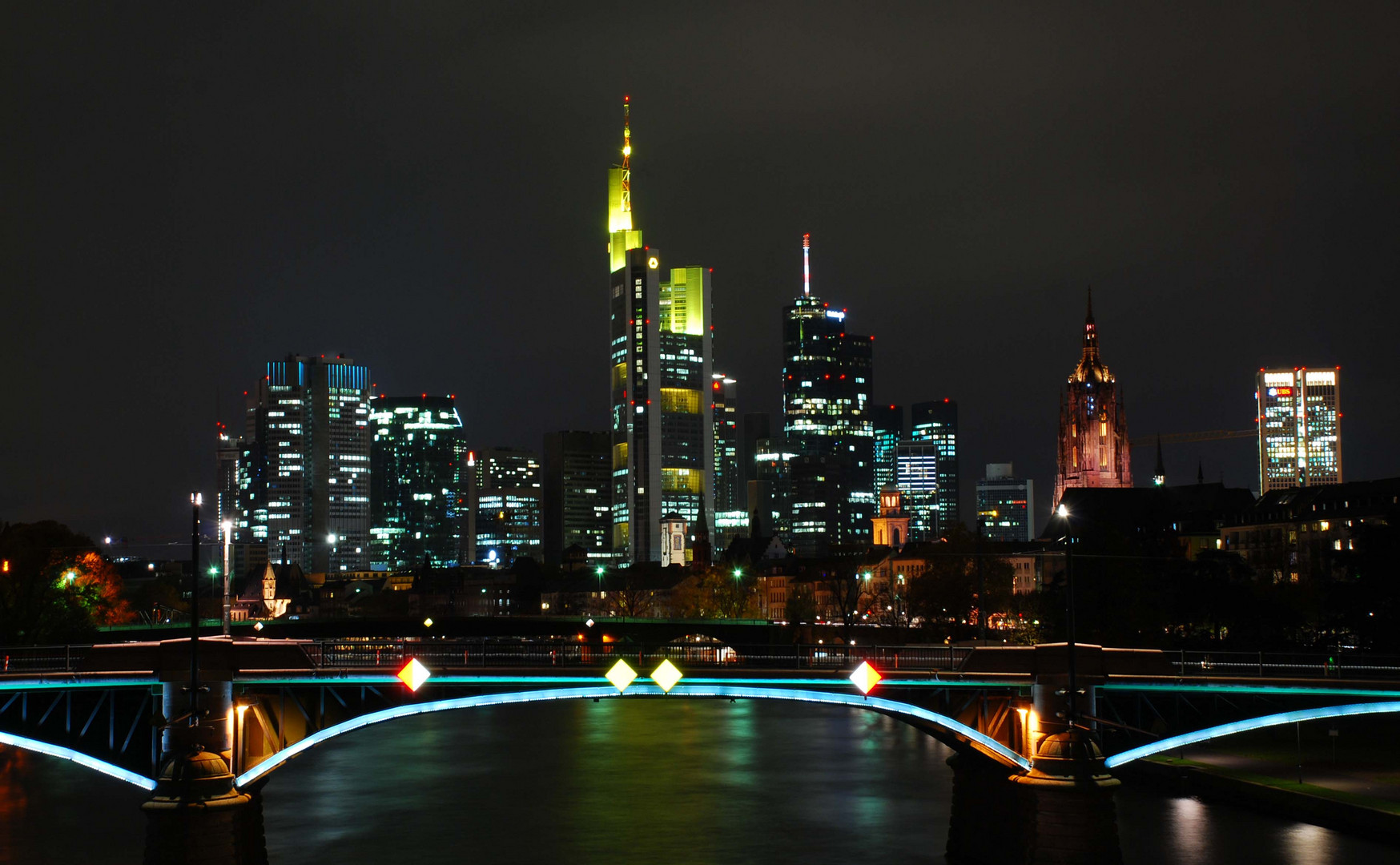 frankfurt skyline bei nacht foto bild deutschland. Black Bedroom Furniture Sets. Home Design Ideas